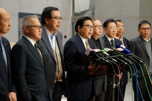 Mr Jeffrey Lam Kin-fung, BPA Vice Chairman (centre), hoped that the Financial Secretary would work closely with the private sector in drawing up an appropriate prescription to treat Hong Kong's ailing economy, which could otherwise suffer a further deterioration in health.